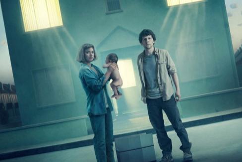 Imogen Poots y Jesse Eisenberg en 'Vivarium'.
