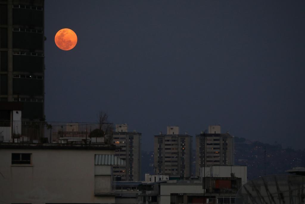 Luna vista desde Caracas, Venezuela | REUTERS