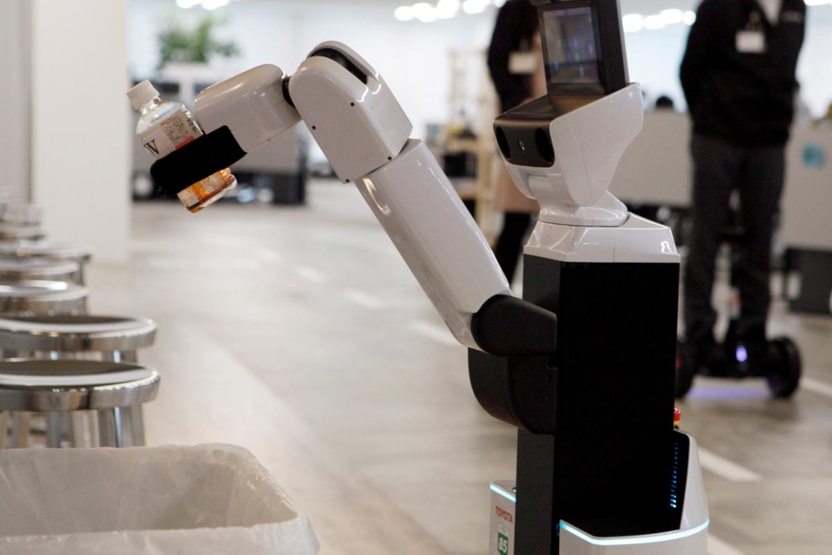 Toyota fabricará pantallas faciales y prestará vehículos a sanitarios
