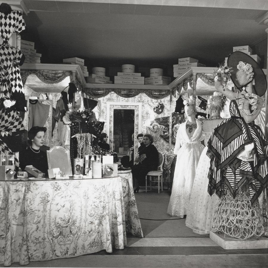 La boutique estaba dedicada al arte de regalar tan apreciado por <strong>Christian Dior.</strong> Una buena manera de hacerlo es con detalles para animar las estancias.
