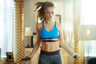 Las rutinas de ejercicios más efectivas para quemar grasa en casa