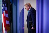 Donald Trump acude a la reunión diaria sobre el coronavirus en la Casa Blanca.