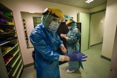 Médicos y enfermeros del Hospital de Rozzano, una localidad cercana a Milán