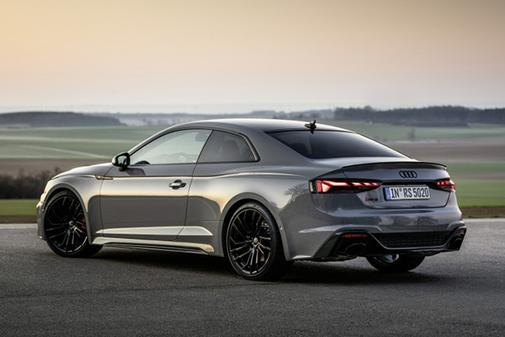 Mantiene la esencia deportiva y elegante de la gama Audi A5.