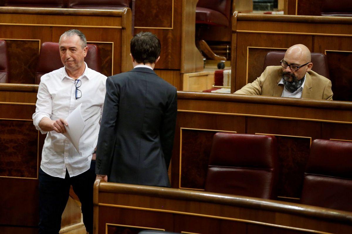 Íñigo Errejón y Joan Baldoví se cruzan este jueves en el Congreso.