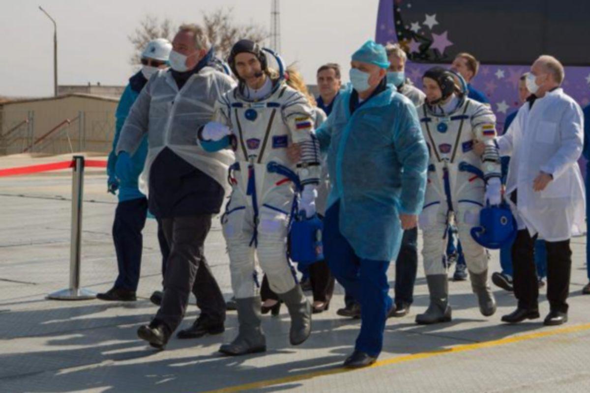 Chris Cassidy, Anatoly Ivanishin e Ivan Vagner antes del despegue en Baikonur