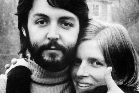 Paul McCartney y Linda Eastman, poco después del final de los Beatles.