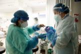 Varios sanitarios trabajan en el Hospital Infanta Sofía de San Sebastián de los Reyes.