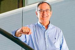 Jordi Vila, presidente de la Asociación Española de Microbiología (SEIMC) y jefe del Departamento de Microbiología del Hospital Clínic de Barcelona.