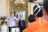 AME1353. CARACAS (VENEZUELA), 08/04/2020.- Fotografía cedida por prensa de Miraflores donde se observa al presidente de Venezuela, Nicolás lt;HIT gt;Maduro lt;/HIT gt; (i), acompañado de la primera dama, Cilia Flores, este miércoles en Caracas (Venezuela). Venezuela registró este miércoles, por segundo día consecutivo, un solo caso nuevo de infección por coronavirus mientras que se sumaron dos fallecimientos para un total de 167 contagiados y nueve muertes, informó el presidente, Nicolás lt;HIT gt;Maduro lt;/HIT gt;.  / NO VENTAS/ SOLO USO EDITORIAL