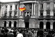 Proclamación de la República en Éibar (Guipúzcoa). Mateo izó la bandera.