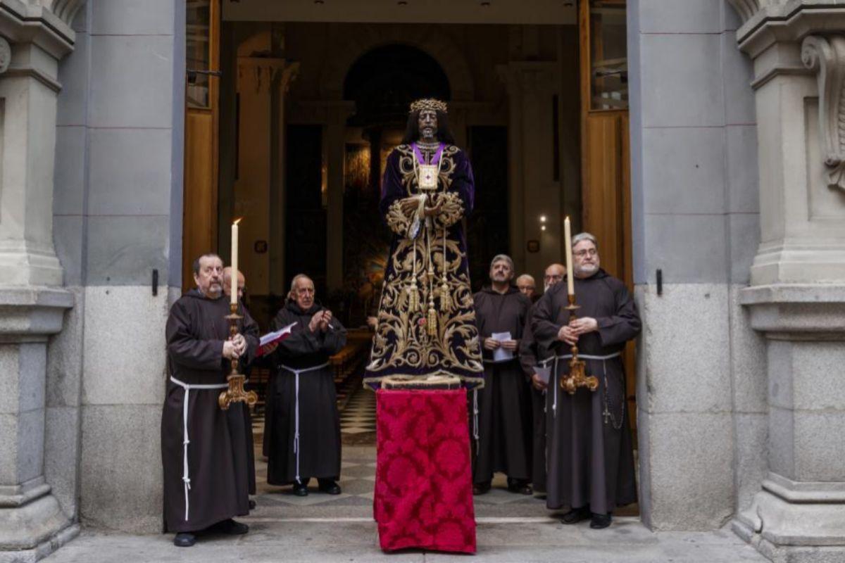 La imagen de Jesús de Medinaceli en la puerta de la Basílica.