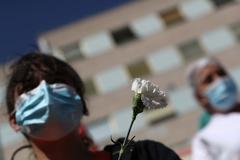 España sufre un  repunte en la cifra de muertes por coronavirus y suma otras 619, un centenar más que ayer