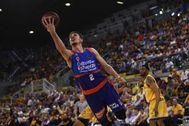 Marinkovic, del Valencia, deja una bandeja en el último partido disputado en el Gran Canaria Arena.