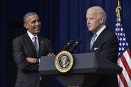 El entonces presidente de los EEUU, Barack Obama, escucha durante una intervención de su vicepresidente, Joe Biden, en 2016.