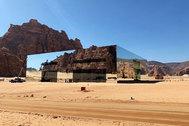 El edificio de espejos más grande del mundo: un nuevo Récord Guinness en el desierto de Arabia Saudí
