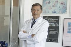 Alberto Mantovani en su laboratorio del Instituto Clínico Humanitas en Milán.