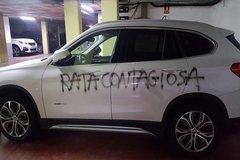 Una médico de barcelona encuentra una pintada amenazadora en su coche.