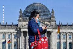 Desescalada en Alemania: reabrirán el lunes tiendas y peluquerías y los colegios, en mayo