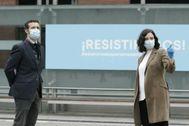 Pablo Casado e Isabel Díaz Ayuso, este jueves en el hospital de Ifema, Madrid.