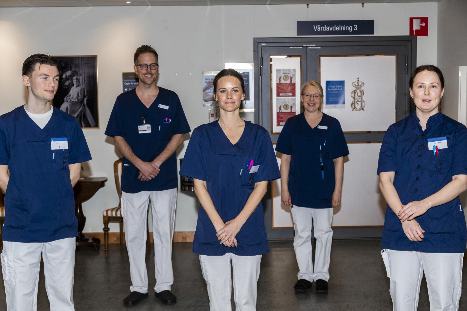 Sofía de Suecia con sus compañeros de hospital.