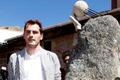 Iker Casillas, en agosto de 2010, durante la inauguración de su escultura en Navalacruz.