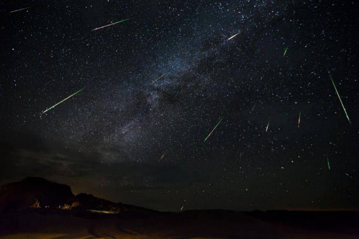 Estrellas fugaces y la Vía Láctea.