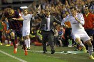 Bale (dcha) y Bartra (izda), durante la famosa jugada.