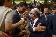 El presidente del Gobierno, Pedro Sánchez, y el exministro de Hacienda, Çristóbal Montoro, en una imagen de 2014.