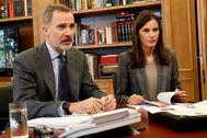 Los Reyes, Felipe y Letizia, durante una de las vídeoconferencias mantenidas durante la pandemia de coronavirus.