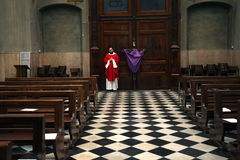 Seriate (Italy).- A priest attends the Mass of the Passion of Christ celebrated inside the San Redentore church in Seriate, near lt;HIT gt;Bergamo lt;/HIT gt;, Italy, 10 April 2020, on the occasion of Good Friday. Masses are held without people to limit the spread of Coronavirus. (Italia) EPA/