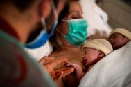 """El día que nacieron Lucas y Carolina, los mellizos del Covid: """"Les contaremos que su parto fue de película"""""""