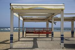 Una playa vacía tras decretarse el estado de alarma