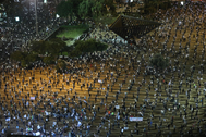 lt;HIT gt;Tel lt;/HIT gt; lt;HIT gt;Aviv lt;/HIT gt; (Israel).- Israelis turn on their mobile phone lights as they protest against government corruption and for democracy at Rabin square in lt;HIT gt;Tel lt;/HIT gt; lt;HIT gt;Aviv lt;/HIT gt;, Israel, 15 April 2020. Reports state that around 2,000 people took part in the demonstration keeping two meters distance from each other in order to prevent the spread of the SARS-CoV-2 coronavirus which causes he Covid-19 disease. (Protestas) EPA/