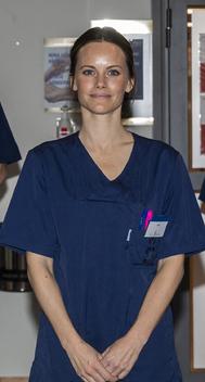 La princesa, mujer de Carlos Felipe, se ha puesto manos a la obra y, tras recibir un curso de atención médica, presta sus servicios en un hospital de Estocolmo.