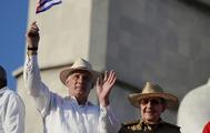 Miguel Díaz-Canel junto a Raúl Castro.