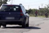 Un coche circula por una carretera de Valencia donde se ejerce la prostitución.
