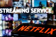 Logotipo de Netflix delante de una pantalla.
