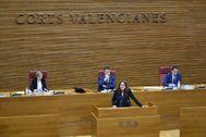 Mónica Oltra durante una de sus intervenciones en las Cortes Valencianas este miércoles.