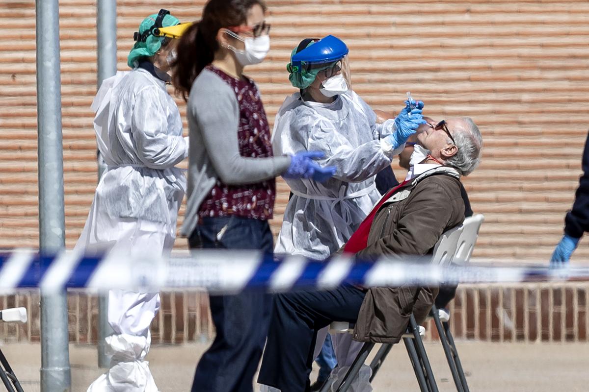 El Gobierno compró los test chinos falsos para el coronavirus por más del doble de su valor