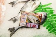 Mercados urbanos como el de la Paz, en Madrid, han multiplicado su apuesta por productos de la costa española como el pescado