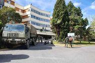 Militares a las puertas de la residencia El Cuartillo.