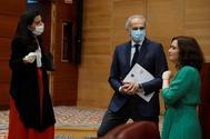 Rocío Monasterio, Enrique Ruiz Escudero e Isabel Díaz Ayuso, este viernes en la Asamblea de Madrid.