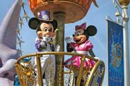 Disneyland París invita a disfrutar de su parque desde casa con simulaciones de atracciones, recetas y bingos