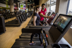 Clases con aforo limitado y kit de limpieza en las máquinas: el plan los gimnasios para abrir