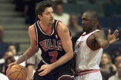 Toni Kukoc, en su época con los Chicago Bulls.