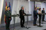 De izquierda a derecha, el general José Manuel Santiago, el comisario principal José Ángel González,  Fernando Simón, María José Rallo del Olmo y el general Carlos Pérez, el miércoles.