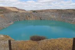 Corta de Los Frailes, que la empresa minera pretende vaciar en el río Guadiamar.