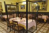 Mamparas en un bar de Leganés como idea experimental ante una posible reapertura.