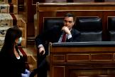 El presidente del Gobierno, Pedro Sánchez, y el vicepresidente de Derechos Sociales, Pablo Iglesias, el pasado 22 de abril en el Congreso de los Diputados